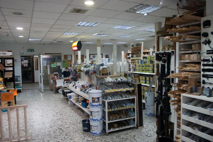 החנות של מחסן העצים כמיסה