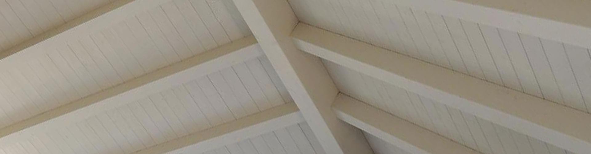 גג עץ תקרת עץ